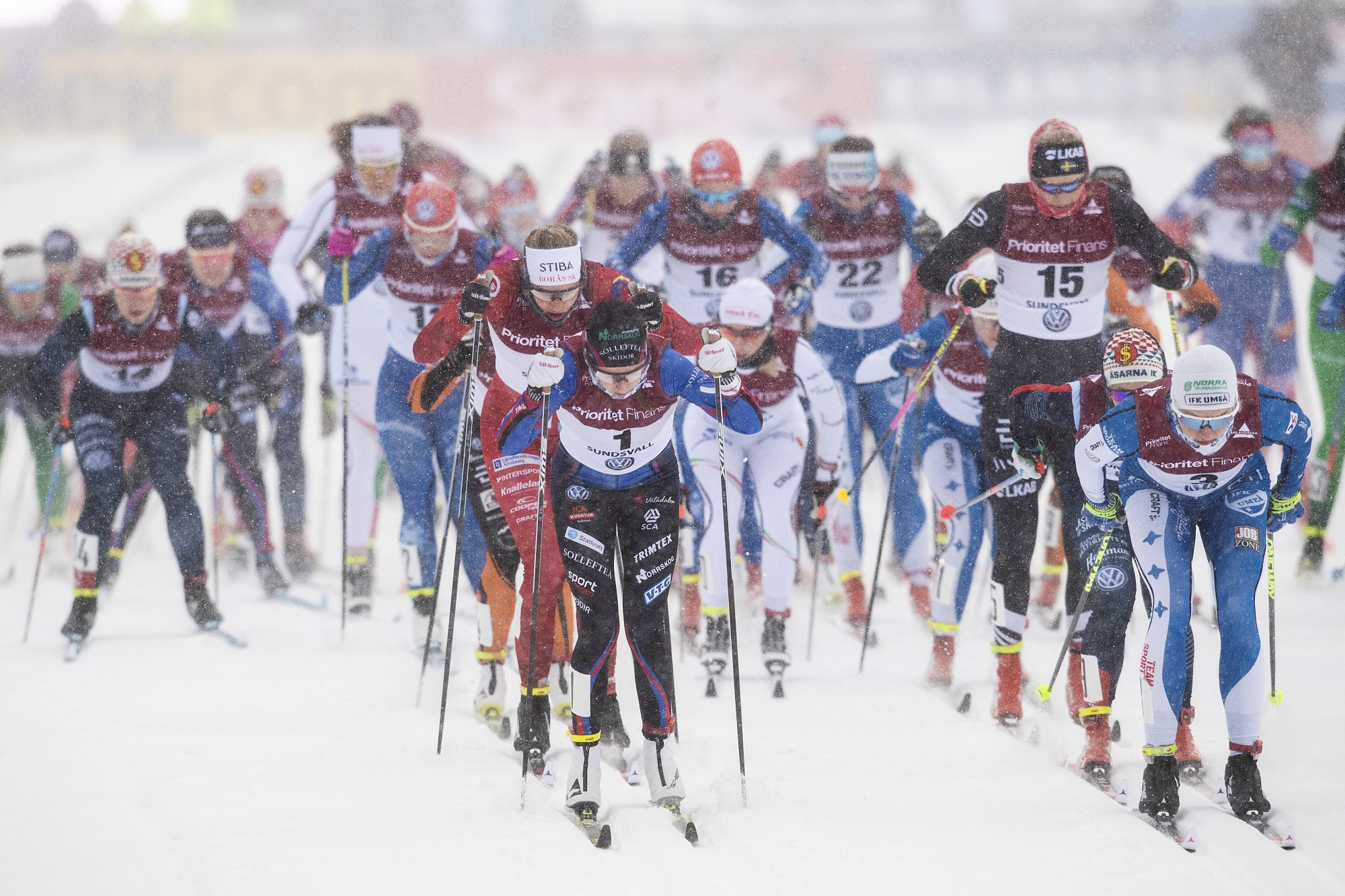 Ebba Andersson, Sollefteå och Linn Sömskar, IFK Umeå, tävlar i damernas 15km masstart under dag 7 av SM-veckan den 3 februari 2019 i Sundsvall.