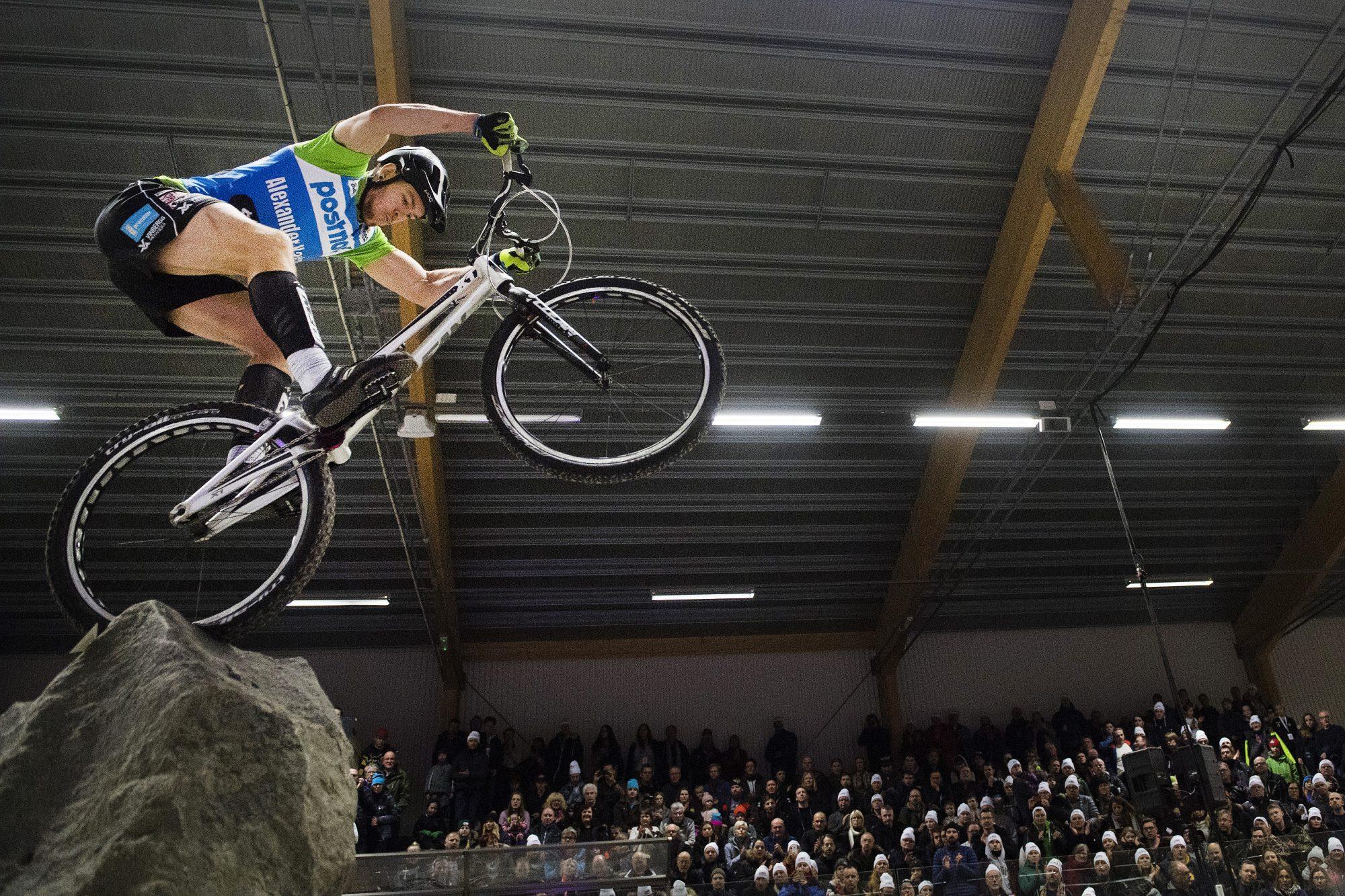 Tävlande under finalen i cykeltrial dag fyra av SM-veckan den 4 februari 2017 i Söderhamn.