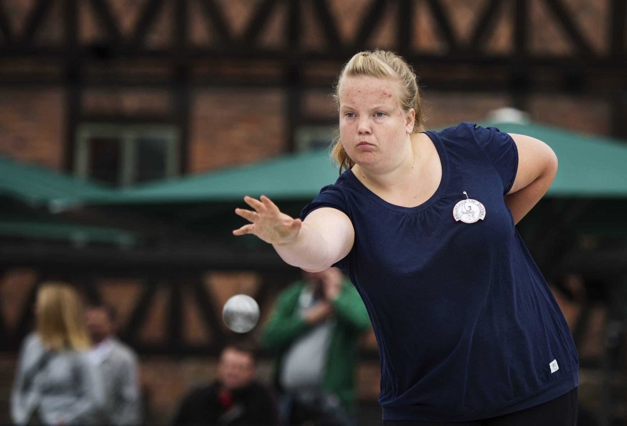 Cecilia Holm, Lindome BK, tävlar i precisionsskytte i boule under dag ett av SM-veckan den 1 juli 2013 i Halmstad.