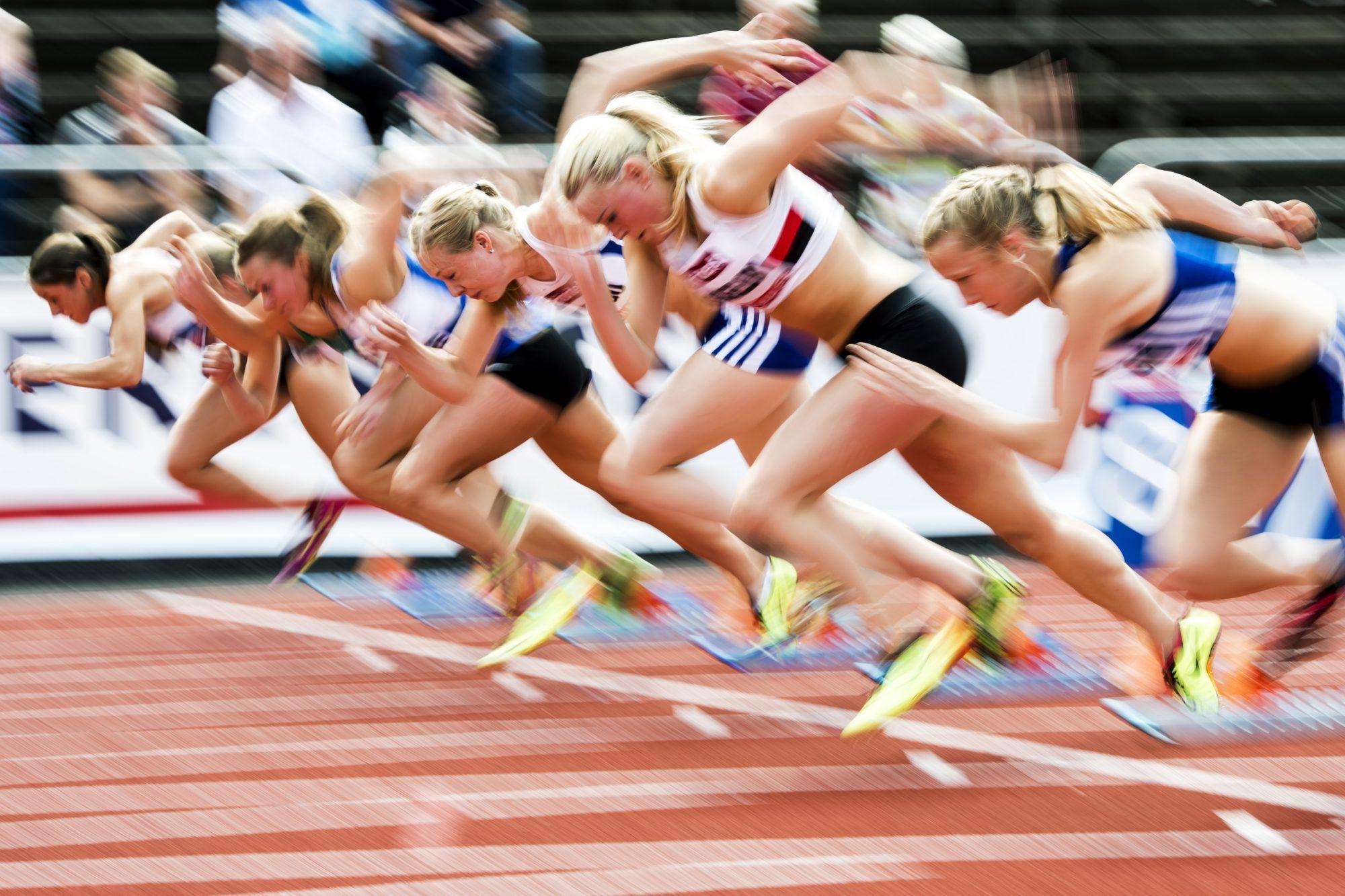 Starten på 100m damer i friidrott under dag sex av SM-veckan den 5 juli 2014 i Borås.