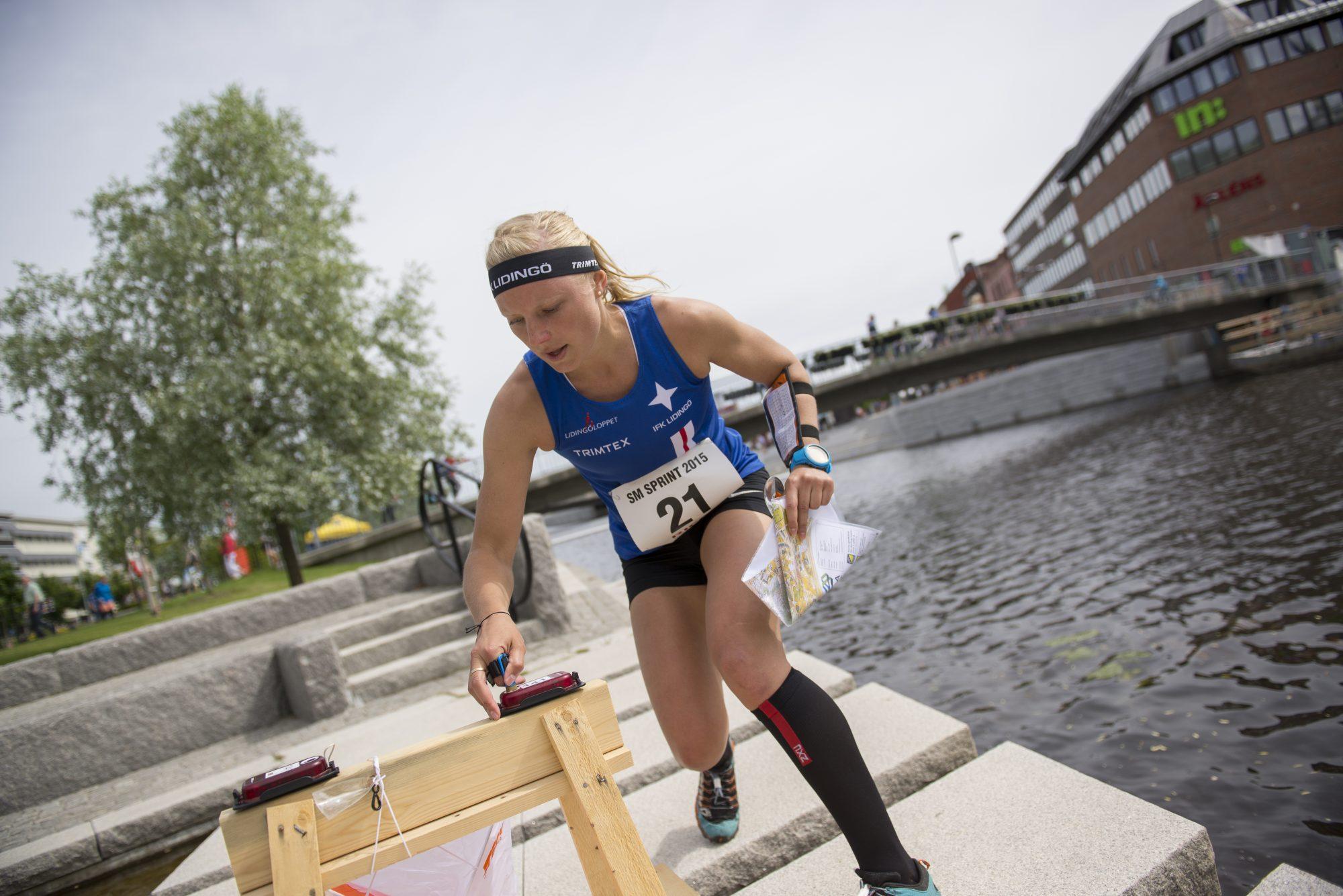 Anna Bachman, IFK Lidingö SOK, under sprintorienteringen dag 2 av SM-veckan den 30 juni 2015 i Sundsvall.