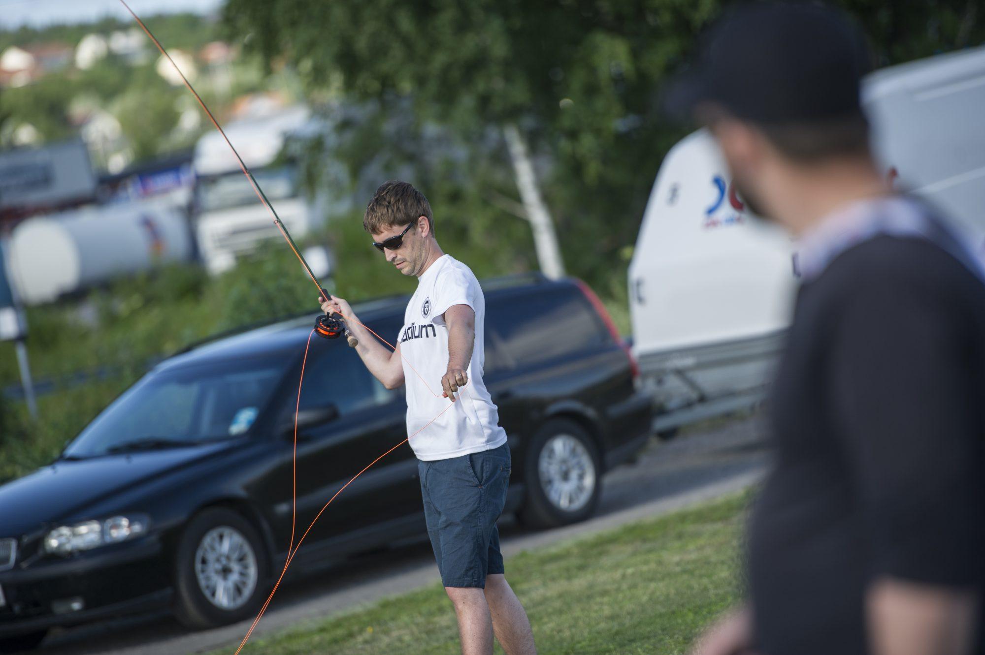 Magnus Hedman kastar fluga under dag 6 av SM-veckan den 4 juli 2015 i Sundsvall.