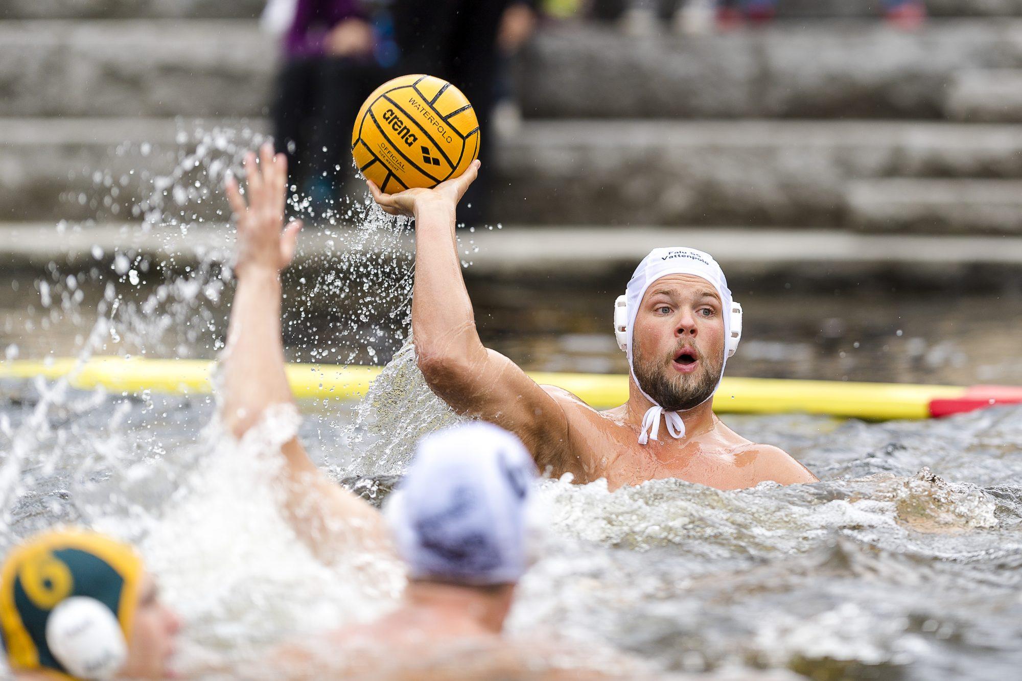 Match i beachvattenpolo under dag 1 i SM-veckan 2017 den 30 juni 2017 i Borås