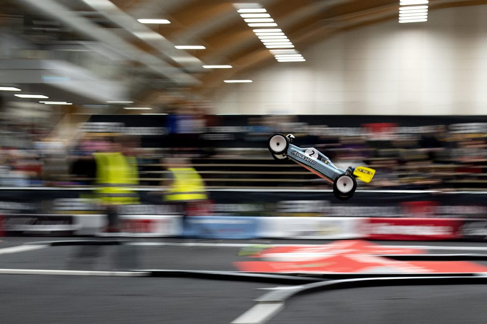 En radiostyrd bil under final i Radiostyrd bilsport under dag 7 av SM-veckan den 3 februari 2019 i Sundsvall.
