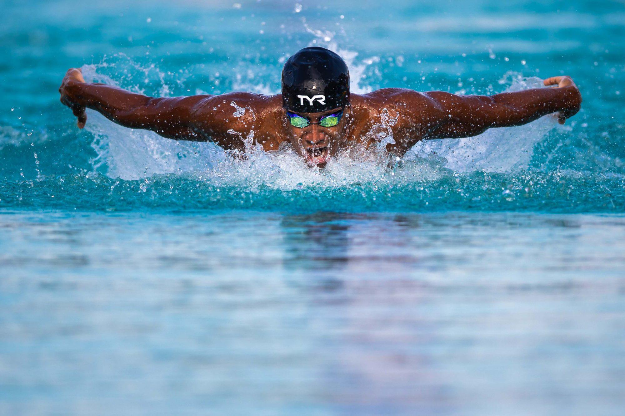 Simon Sjödin, SK Neptun, simmar i finalen på 4x100 meter medley under dag 5 av SM-veckan den 30 juni 2019 i Malmö.