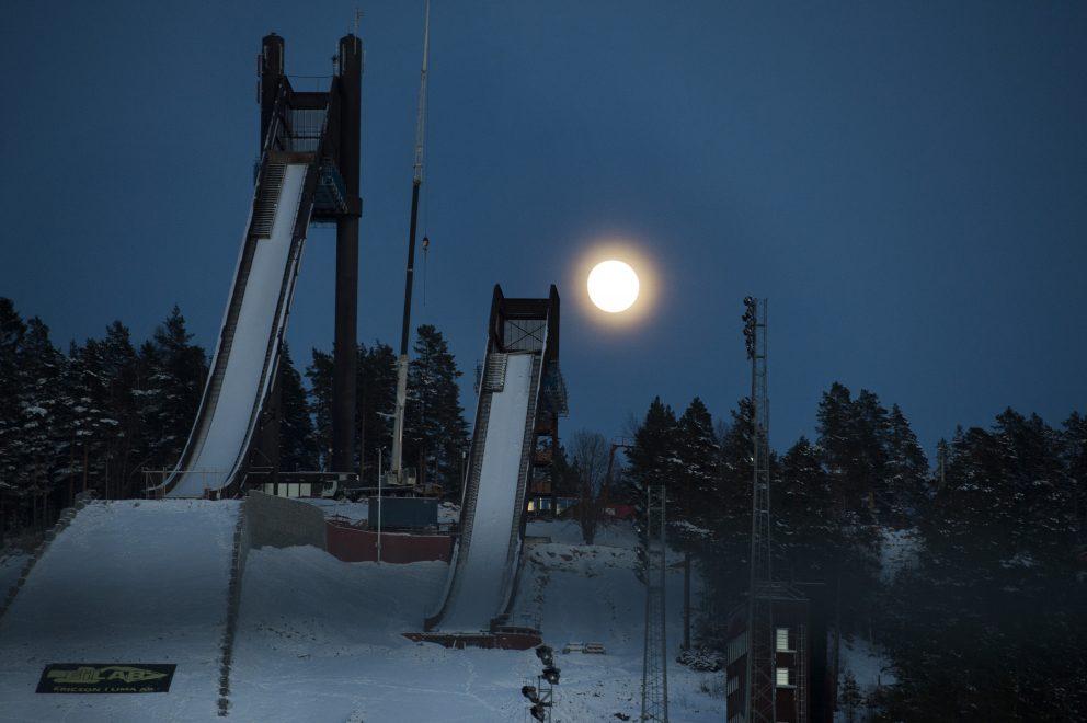 Fullmåne över Lugnet