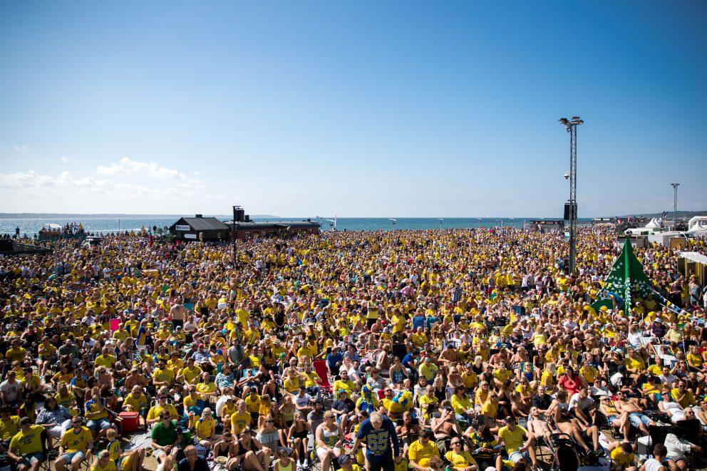 Fotbolls-VM på storbild på Gröningen